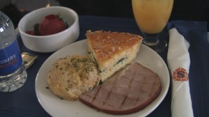 Sun Country 737-800 Breakfast