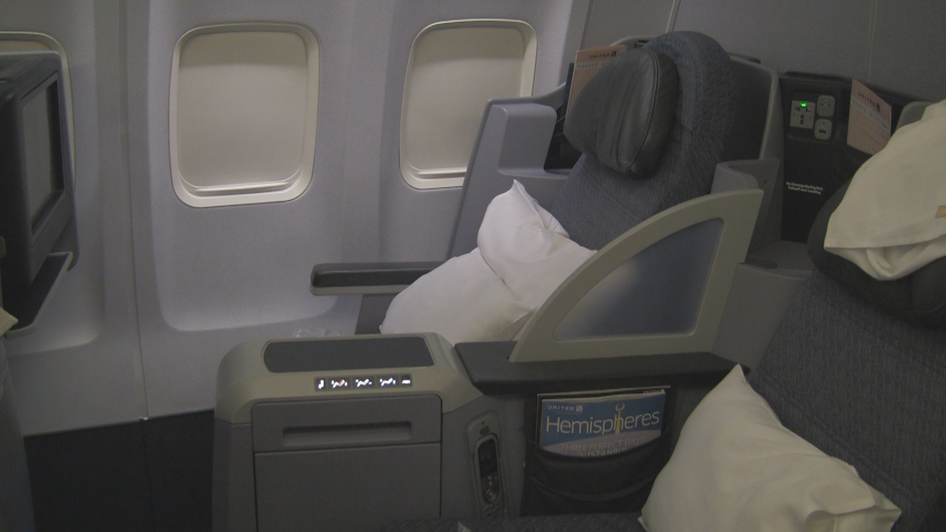 Video United Airlines 757 200 Business First Flat Seat