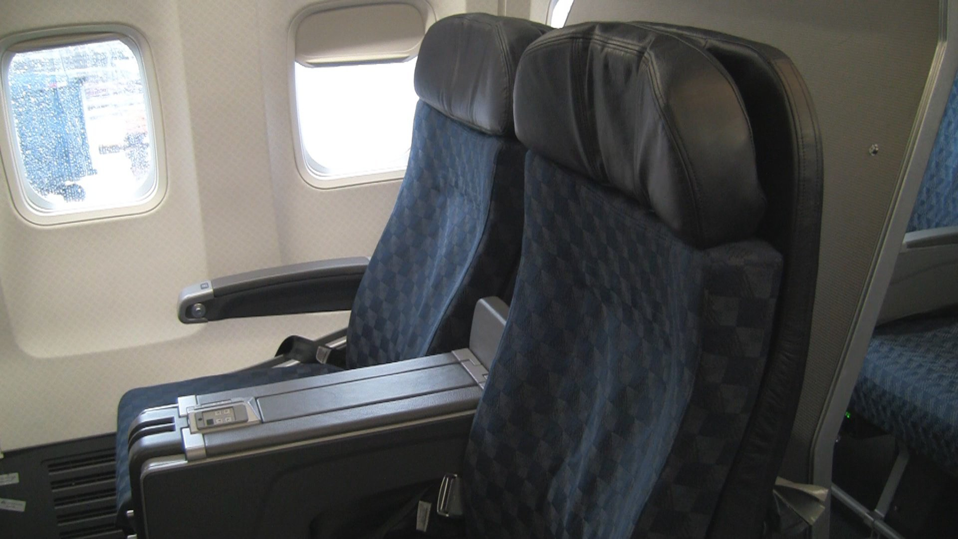 Video American Airlines First Class 737 800 Seat 6b