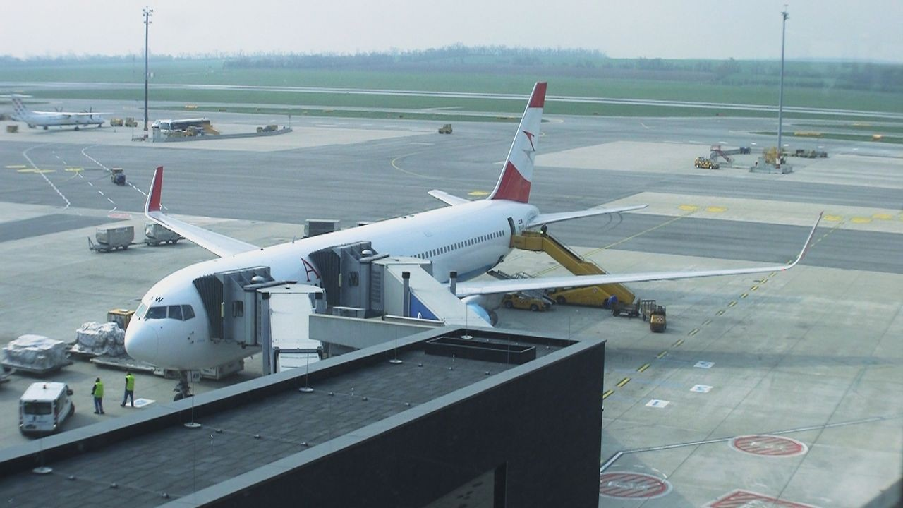Video thumbnail for vimeo video Video | Austrian Airlines Business Class (Int'l - Old) - modhop